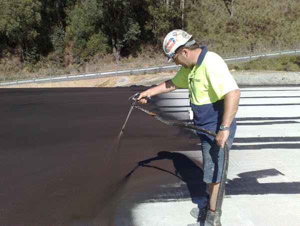 Spray waterproofing membrane